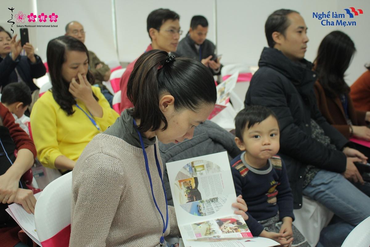 Hoi-thao-Mon-mom-Montessori-va-cach-nuoi-day-em-be-hanh-phuc-12