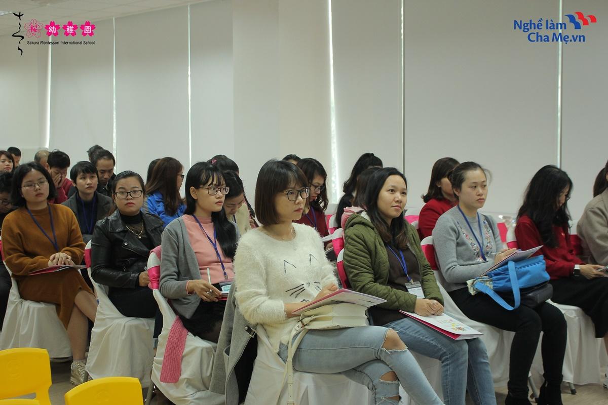 Hoi-thao-Mon-mom-Montessori-va-cach-nuoi-day-em-be-hanh-phuc-14