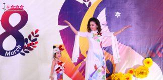 Học sinh mầm non quốc tế tỏa sáng cùng mẹ trên sân khấu catwalk độc lạ