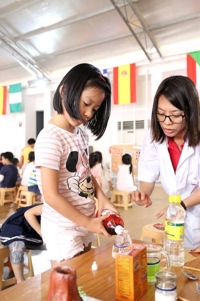 cac-ban-nho-truong-sakura-montessori-vui-hoi-khoa-hoc-amazing-science-19