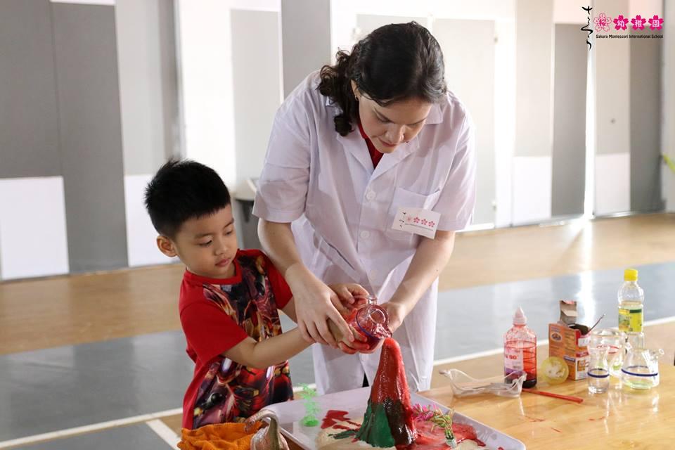 cac-ban-nho-truong-sakura-montessori-vui-hoi-khoa-hoc-amazing-science-7
