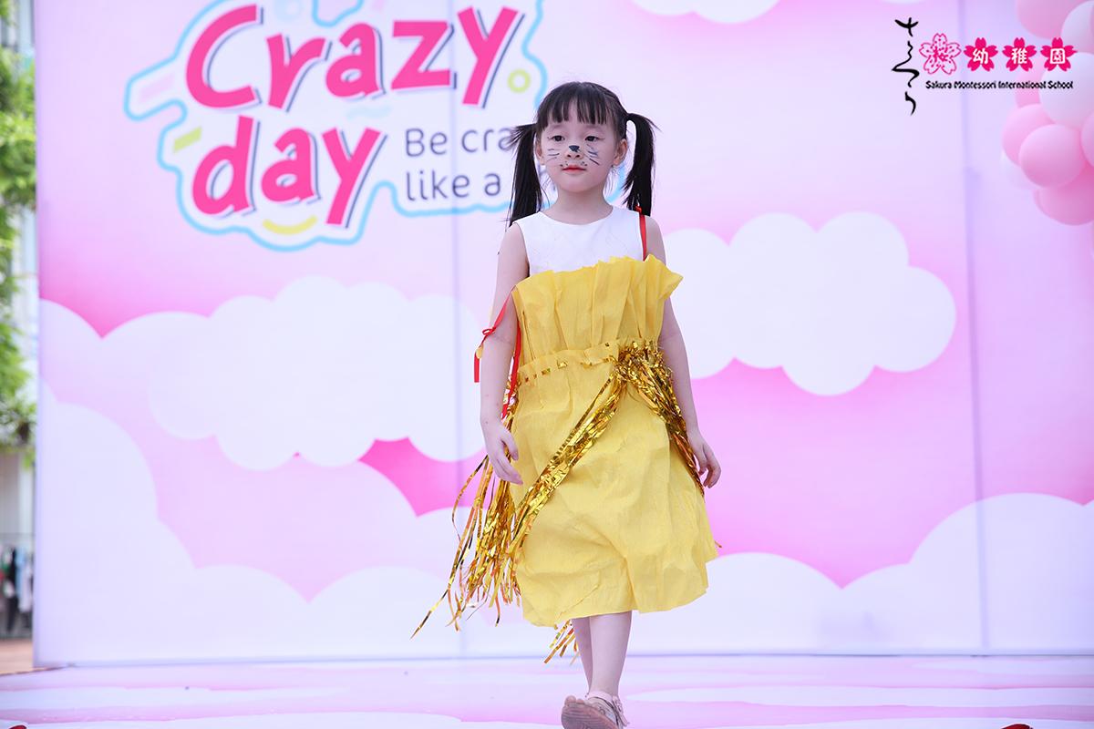 hoc-sinh-mam-non-quoc-te-sakura-montessori-ha-long-hao-hung-voi-crazy-day-1