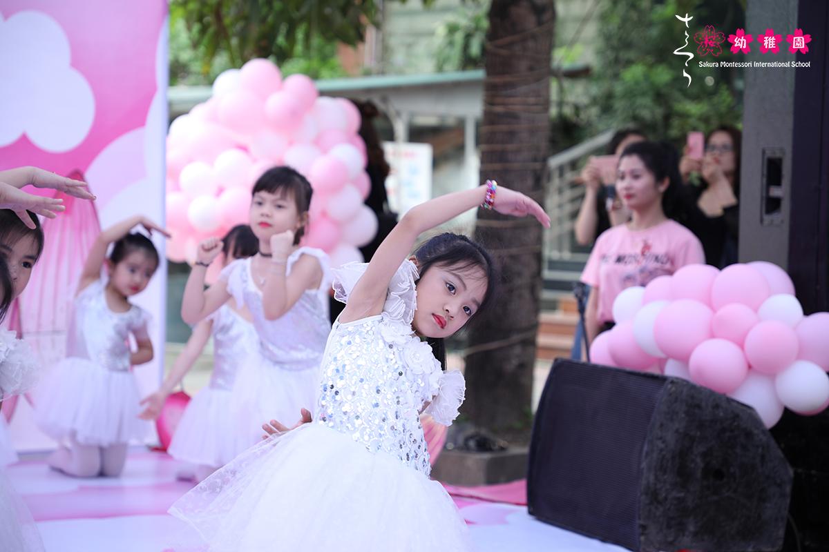 hoc-sinh-mam-non-quoc-te-sakura-montessori-ha-long-hao-hung-voi-crazy-day-21