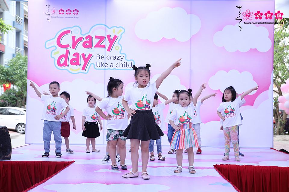 hoc-sinh-mam-non-quoc-te-sakura-montessori-ha-long-hao-hung-voi-crazy-day-4