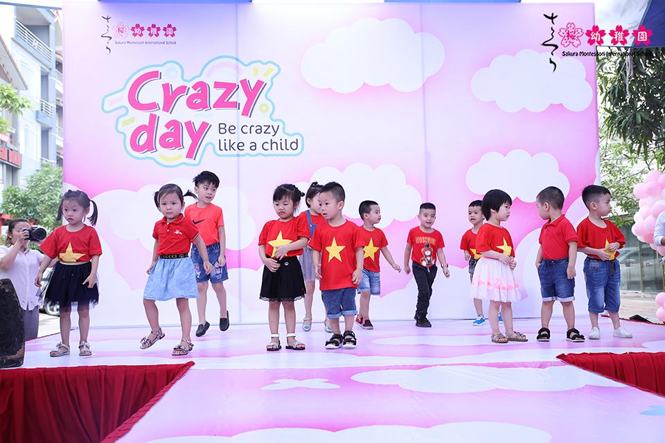 hoc-sinh-mam-non-quoc-te-sakura-montessori-ha-long-hao-hung-voi-crazy-day-6