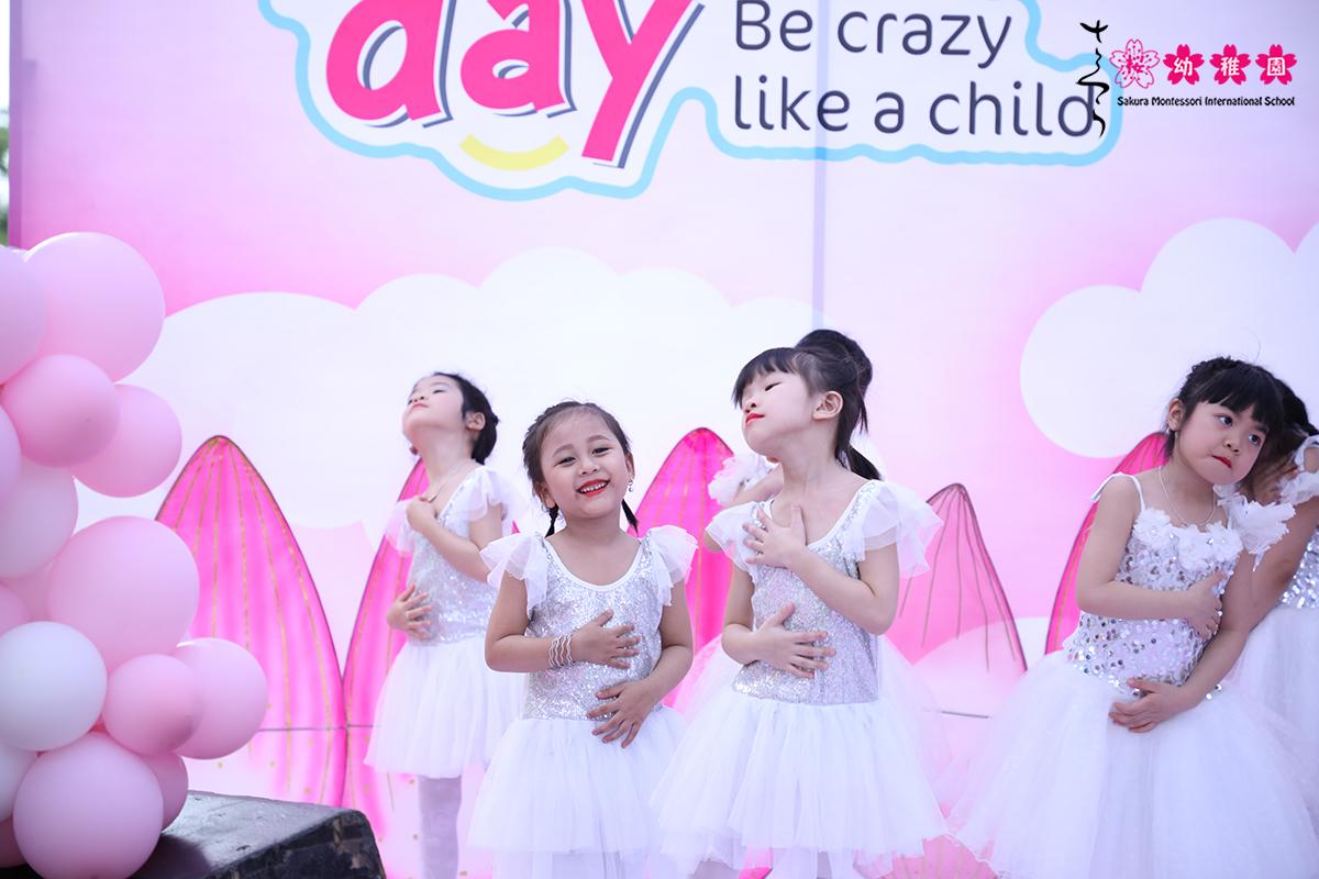 hoc-sinh-mam-non-quoc-te-sakura-montessori-ha-long-hao-hung-voi-crazy-day-9
