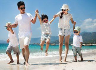 Đi du lịch cùng con bố mẹ cần mang gì để bảo vệ sức khỏe cho bé?