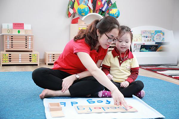 Đội ngũ giáo viên Sakura Montessori nhận chứng chỉ đào tạo Montessori Quốc tế