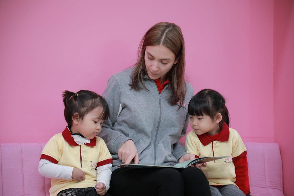 Phát triển ngôn ngữ và tư duy: Trọng tâm đào tạo của phương pháp Montessori