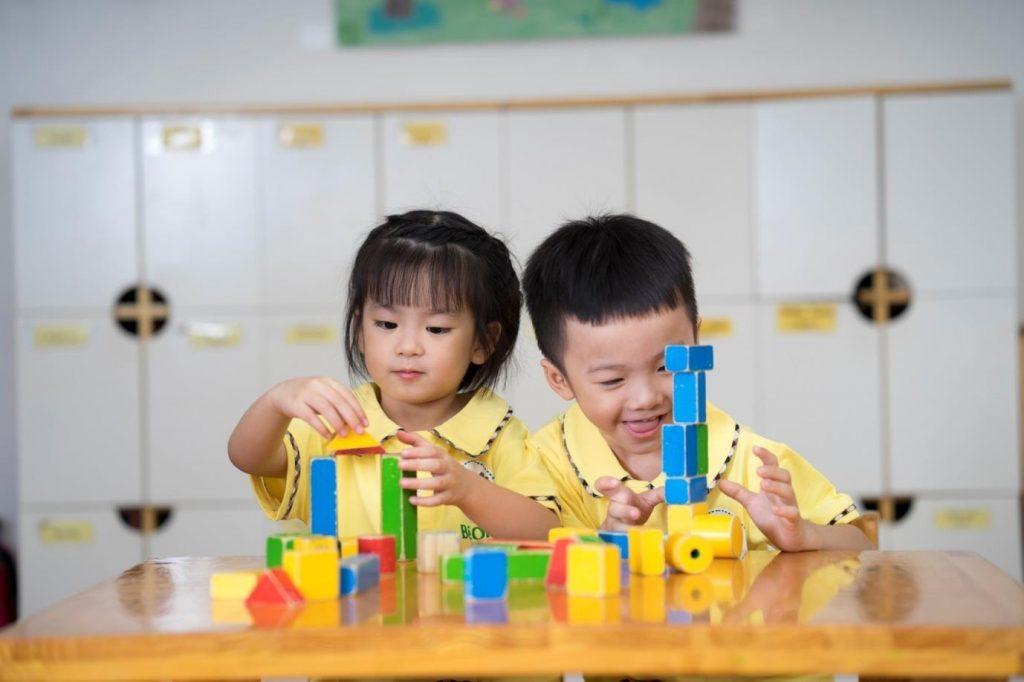 Trường mầm non song ngữ tại Hà Nội dạy trẻ theo phương pháp nào?