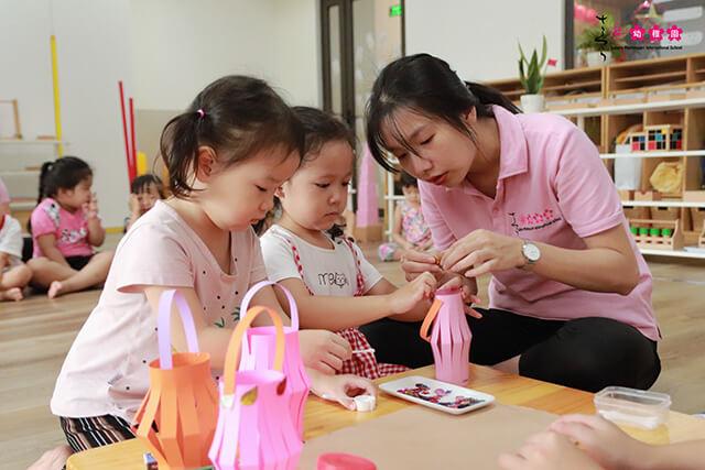 Nên chọn trường mầm non quốc tế hay trường song ngữ cho con 1