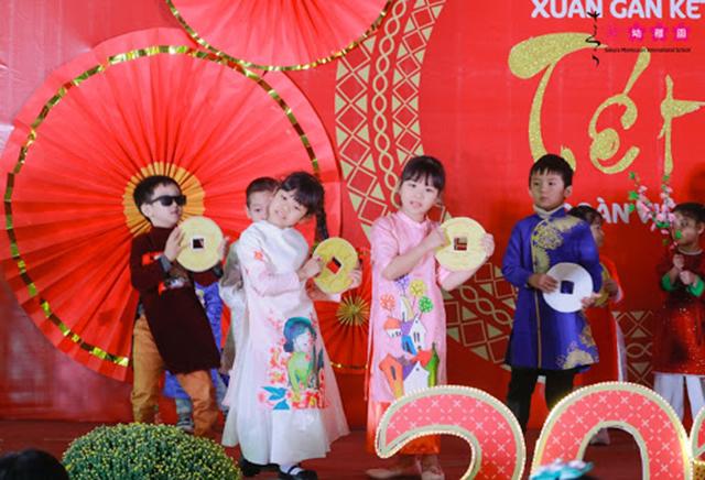 Cùng con trải nghiệm Tết quê hương tại Sakura Montessori Cầu Giấy 1