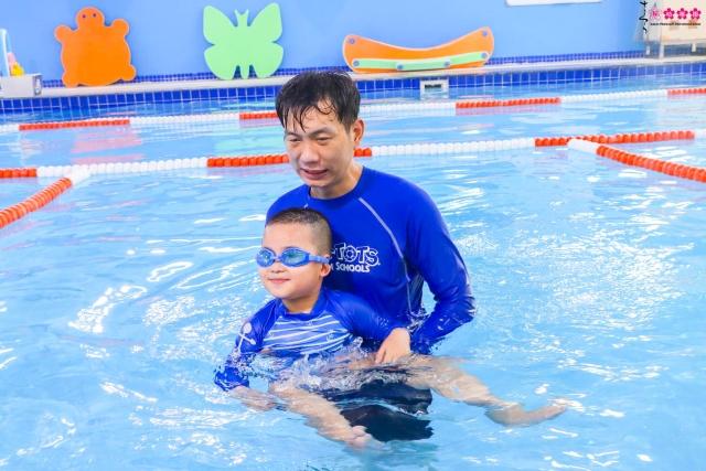Hào hứng cùng các bạn nhỏ lớp Pansy tại lớp học bơi Aqua - Tots